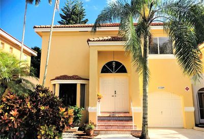 11289 Lakeview Dr Coral Springs FL 33071