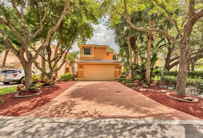 9821 Fairway Cove Ln Plantation FL 33324