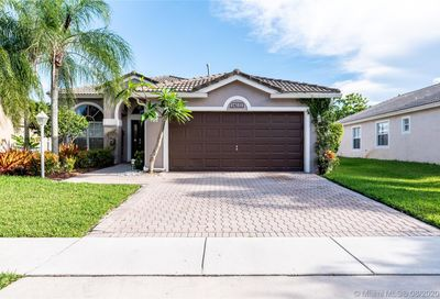 14232 NW 18th Pl Pembroke Pines FL 33028