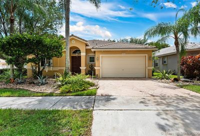 4810 Swans Mnr Coconut Creek FL 33073