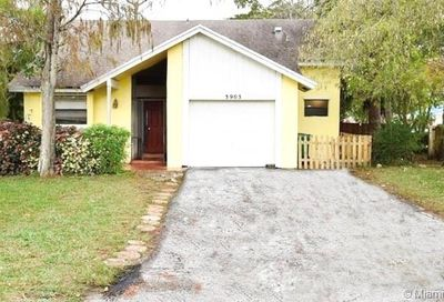 3903 NW 72nd Ln Coral Springs FL 33065
