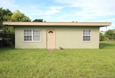 1052 10th Street Bulkhead Ridge FL 34974