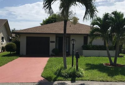 2042 SW 17th Cir Deerfield Beach FL 33442