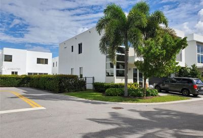 9749 NW 74th Ter Doral FL 33178