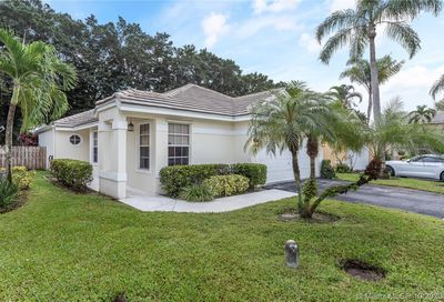 2948 Tall Oak Ct Davie FL 33328