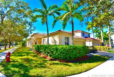 1901 Cedar Ct Weston FL 33327