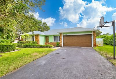 2153 NW 108th Ave Coral Springs FL 33071