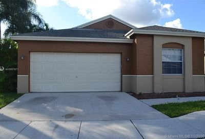 227 E Riverbend Dr Sunrise FL 33326