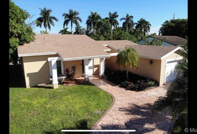 584 SW 166th Ter Weston FL 33326