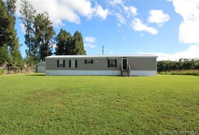 1458 Red Barn Road Moore Haven FL 33471