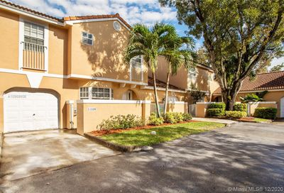 11339 Lakeview Dr Coral Springs FL 33071