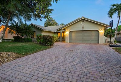 549 NW 105th Dr Coral Springs FL 33071