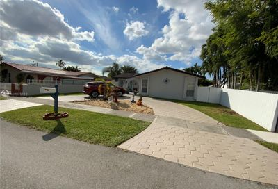 318 SW 103rd Ct Sweetwater FL 33174
