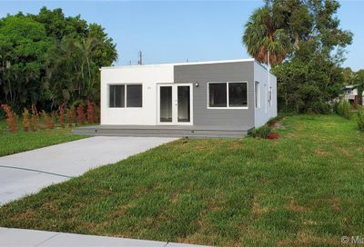 24 NW 13th Ave Delray Beach FL 33444