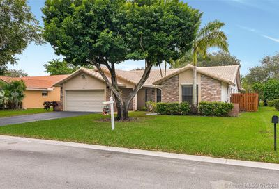 462 NW 113th Terr Coral Springs FL 33071