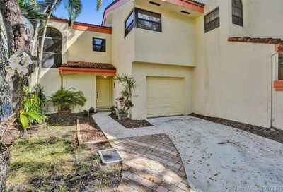 3227 Old Oak Ln Hollywood FL 33021