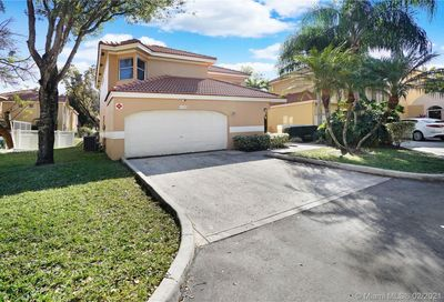 11375 Lakeview Dr Coral Springs FL 33071