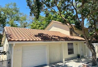 1241 NW 89th Dr Coral Springs FL 33071