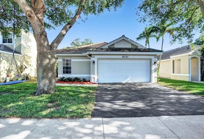 9330 Arborwood Cir Davie FL 33328