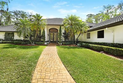 4933 NW 81st Ave Coral Springs FL 33067