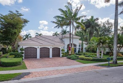 2458 Poinciana Ct Weston FL 33327