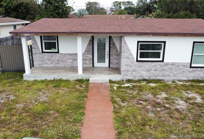 3535 NW 213th Ter Miami Gardens FL 33056