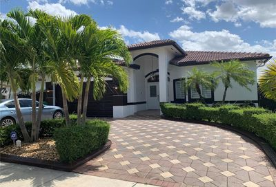 10330 SW 7th Ter Sweetwater FL 33174