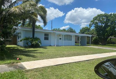 2911 NW 44th Ave Lauderdale Lakes FL 33313