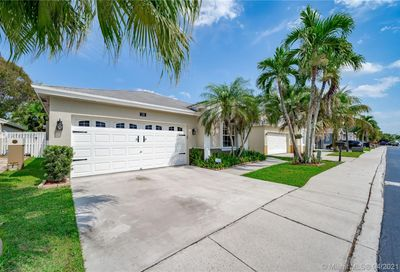 174 E Riverbend Dr Sunrise FL 33326