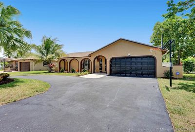 2702 NW 98th Way Coral Springs FL 33065