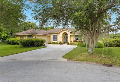 1546 NW 103rd Ter Coral Springs FL 33071