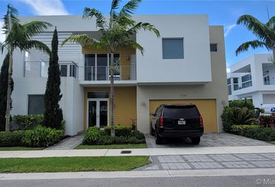 10068 NW 75th Ter Doral FL 33178