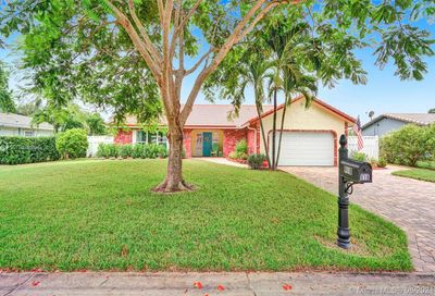 918 NW 83rd Dr Coral Springs FL 33071