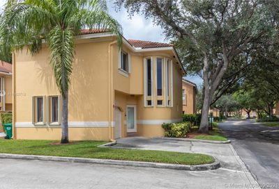11207 Lakeview Dr Coral Springs FL 33071