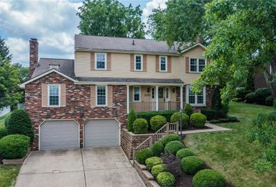 1765 Taper Dr Upper St. Clair PA 15241