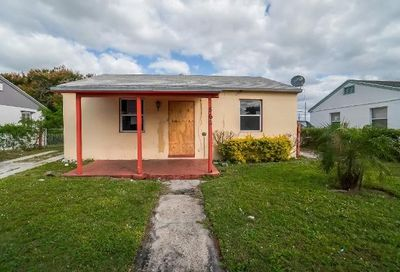 562 W 4th Street Riviera Beach FL 33404