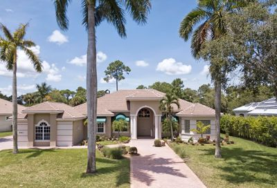 861 Forest Glen Lane Wellington FL 33414