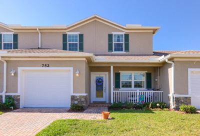 752 NE Hawks Ridge Way Port Saint Lucie FL 34983