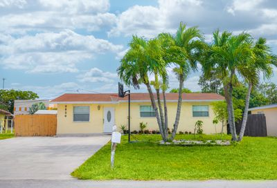 2820 Dolphin Circle Palm Springs FL 33406