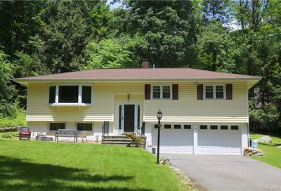 18 Old Stone House Road Putnam Valley NY 10579