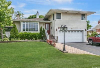25 Windham Crescent Kings Park NY 11754
