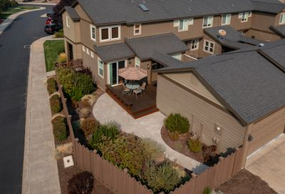 648 SW Peak View Place Bend OR 97702