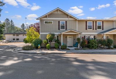 211 Park Street Rogue River OR 97537