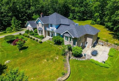 54 Falcon Crest Road Middlebury CT 06762