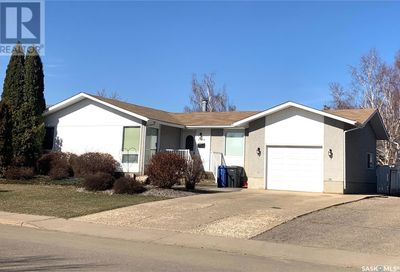 8905 19th AVE North Battleford SK S9A2V8