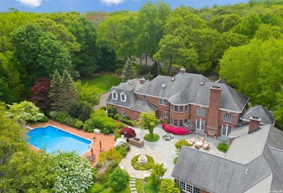 18 Folly Field Court Cold Spring Hrbr NY 11724