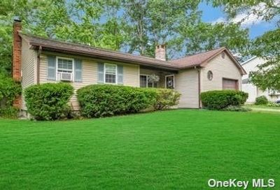 18 Central Woods Lane Brookhaven NY 11719