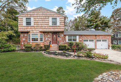 17 Middle Road Blue Point NY 11715