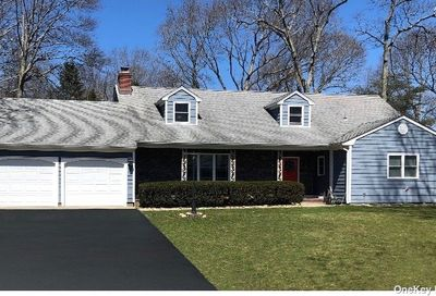 81 Woodlawn Avenue East Moriches NY 11940