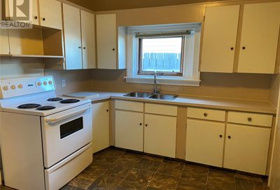 824 Cartier AVE Moose Jaw SK S6H1M1